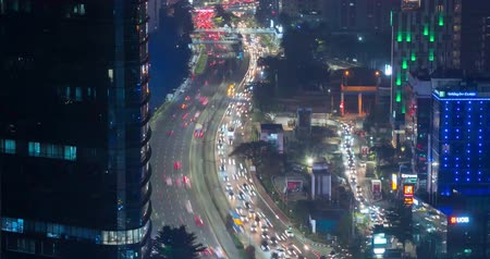 központi : JAKARTA, Indonesia - September 13, 2018: Time lapse footage of night traffic in central business district of Jakarta, Indonesia. Shot in 4k resolution