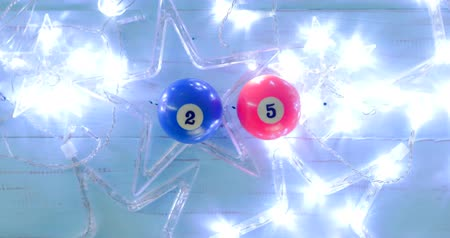 sinuca : Flat lay glowing Christmas star with two billiard ball number 2 and 5 on wooden background. Shot in 4k resolution
