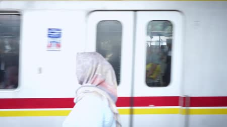 borrão : JAKARTA, Indonesia - November 13, 2018: Commuter train departure from the train station at rush hour in Jakarta, Indonesia Stock Footage