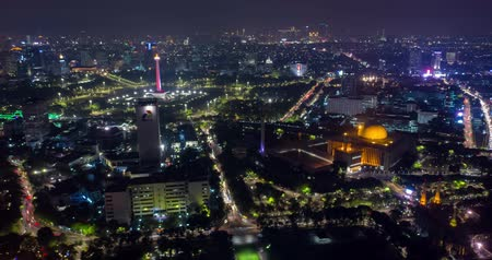 cami : JAKARTA, Indonesia - November 15, 2018: Beautiful aerial hyperlapse of Jakarta city with view of National Monument (Monas), Istiqlal Mosque, and Pertamina office building Stok Video