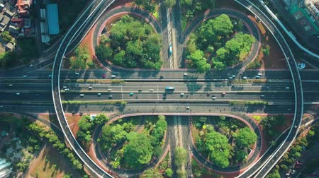 вниз : Top down view of Semanggi intersection from a drone flying down on the morning in Jakarta city, Indonesia. Shot in 4k resolution