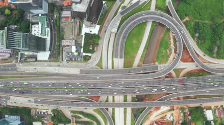 peage : JAKARTA, Indonesia - March 29, 2019: Top down view Depok Antasari toll road interchange and crowd traffic on Jakarta Outer Ring Road Toll from a drone. Shot in 4k resolution Vidéos Libres De Droits