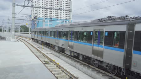 ayrılmak : Jakarta Mass Rapid Transit (MRT) moving on the track and leaving the station Stok Video