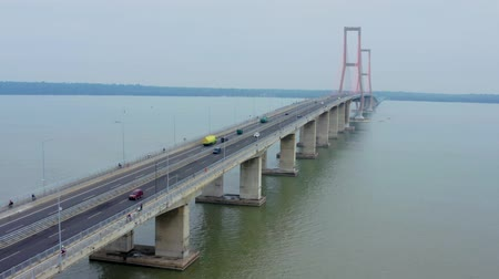 süspansiyon : Aerial view of fast traffic over Suramadu bridge on misty morning at Madura strait, East Java, Indonesia. Shot in 4k resolution from a drone flying forwards