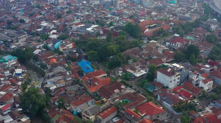 резиденция : BANDUNG, Indonesia - July 03, 2019: Aerial view of crowded residential houses in Bandung city, West Java, Indonesia. Shot in 4k resolution from a drone flying forwards