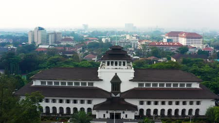 forwards : BANDUNG, Indonesia - July 03, 2019: Aerial landscape of Satay Building or Gedung Sate in Bandung city, West Java, Indonesia. Shot in 4k resolution from a drone flying forwards Stock Footage