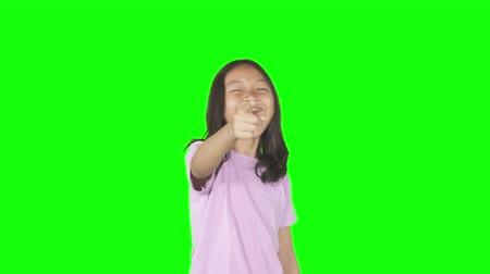 moqueries : Female elementary school student looks mocking someone by laughing and pointing at the camera. Shot in 4k resolution with green screen background Vidéos Libres De Droits
