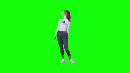 portrait en pied : Full length of a happy teenage girl dancing in the studio with green screen background. Shot in 4k resolution