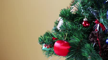 ladin : Closeup of Christmas tree decorations