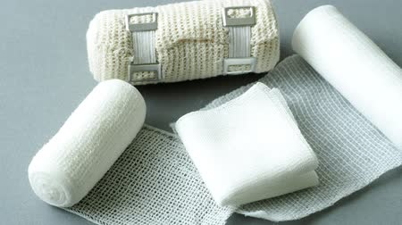 curativo : Medical bandages on gray background. Medical equipment.
