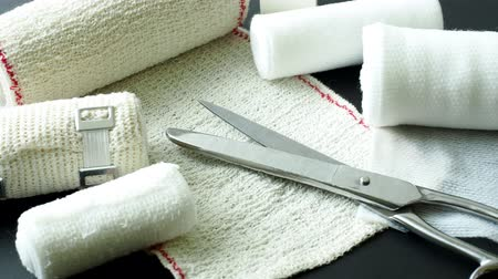 curativo : Medical bandages with scissors. Medical equipment.