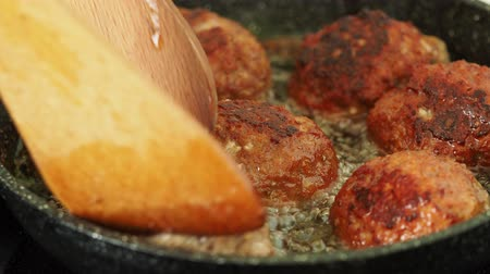 Patties of minced meat fried in stainless steel pan with oil Stok Video