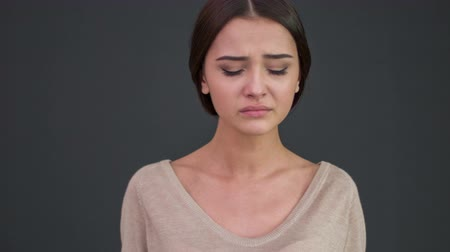 крик : Emotional person. Young crying woman tries to cry less and calm down. Стоковые видеозаписи