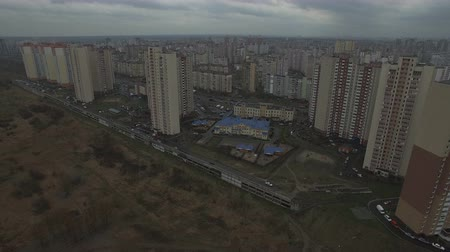předměstí : Aerial drone footage of gray urban city outskirts with identical houses