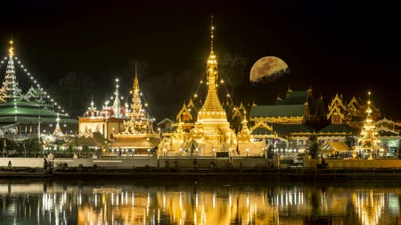 templom : Full Moon at  Wat  Jong Kham and Jong Klang Temple  Thailand