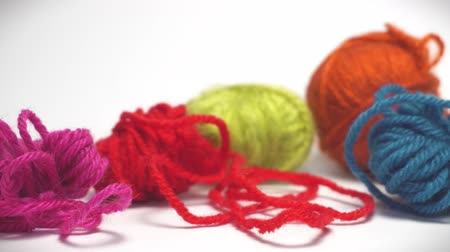 meada : Panorama Of Colorful Balls Of Wool Thread For Knitting Vídeos