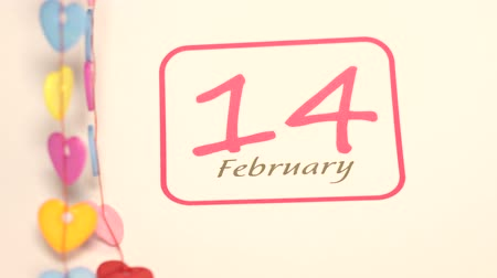 clipe de papel : Closeup of circle mark for Valentine day reminder on calendar page of 14 February