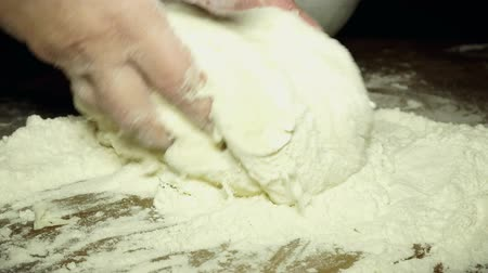 fırın : Cooking dough, mixing the dough by hand
