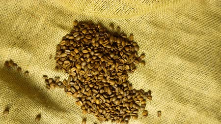 베이지 색의 : Coffee grains closeup on fabric