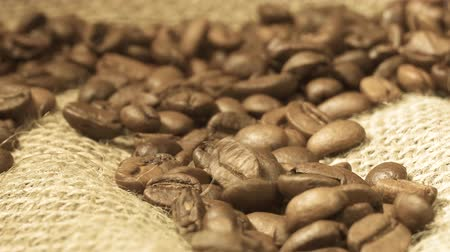 aromatik : Rotating background of falling coffee grains with original audio Stok Video