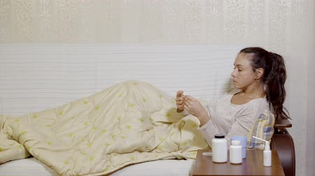 baca : Sick woman with a flu stays home