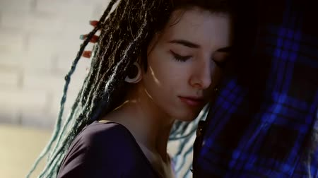 seio : face of informal young woman with dreadlocks is hugging and kissing belly of her homosexual girlfriend Stock Footage