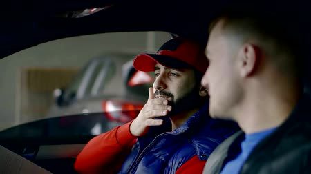 kurier : Close up portrait of two men talking business inside of a car. Wideo