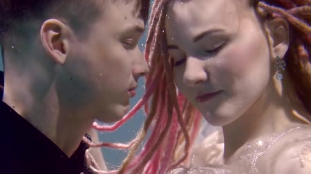 intim : portrait of a mermaid and a prince, who swims under the water, lovers kiss each other Stock Footage