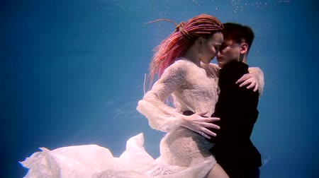 seio : Side view shot of a bright and incredible couple in love under the water.