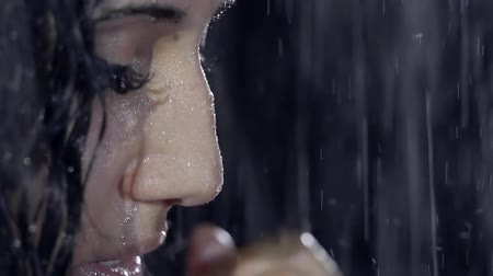 naga : Portrait of a young Oriental girl in a sad meditative state at night in the rain Wideo