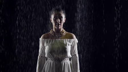dobranoc : Young model walks toward under the rain in dark.