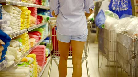 мускусная дыня : shopping at the supermarket. woman carries a cart in the Department of household goods for home and family