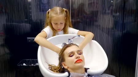 bleach : Charming woman sitting in a hair salon with wet hair. Stock Footage
