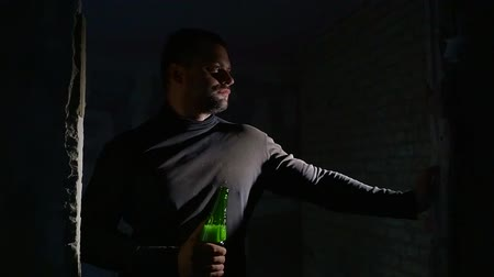 abuser : Man in a depression drinking beer indoor.