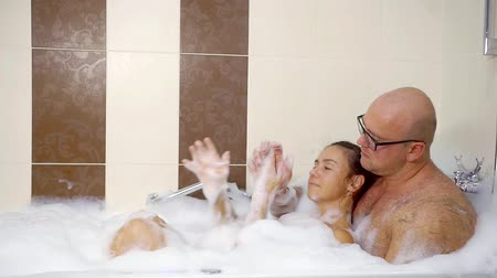 джакузи : Family couply taking bubble bath together.