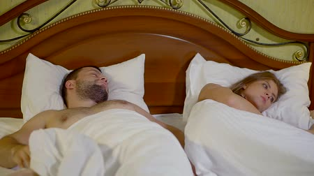 seks : man is snoring in sleep, his wife is cannot sleep and turning in bed