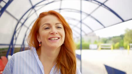risonho : Close-up portrait of beautiful, joyful red-haired woman outdoor in summer.