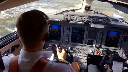 civilní : view from pilot cabin of small airplane, flying over city, lowering and preparing to landing