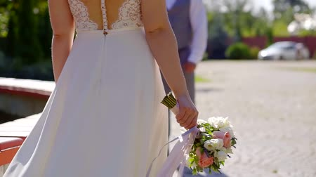 новобрачный : View from behind of a bride walking to groom outdoor in park, wedding on hot summer day.