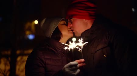 detém : Happy couple holding sparklers. cold winter evening Vídeos
