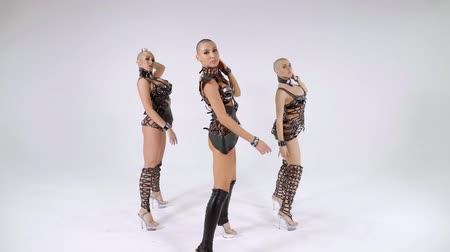 feliz : Three slender sexy bald girls dancing sensual dance in leather clothes on white isolated background Vídeos