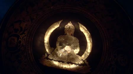 dourado : Close-up shot of a bronze buddha ornament on the bottom of a tibetan sining bowl. Vídeos