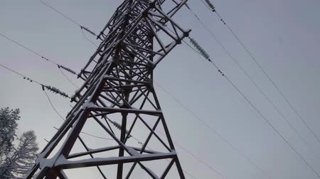 generatore : huge metal construction of transmission tower of overhead power line against sky, in winter day Filmati Stock