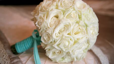 bouquets : wedding bouquet of roses