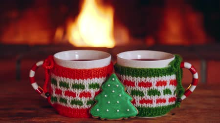 камин : Two cup of mulled wine and Christmas tree cookie