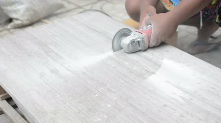 ceramika : Man professional worker cutting tile with circular saw electric construction Wideo