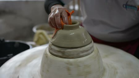 mold : hands working clay on potters wheel.