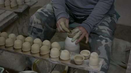 molde : hands working clay on potters wheel.