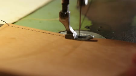 Sewing of leather goods on a sewing machine