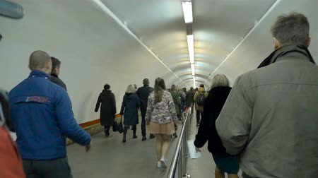 subdivisão : Kiev subway, the big transition to Khreschatyk station. Accelerated filming. Kiev, Ukraine, metro station Khreshchatyk, Independence Square. August 24, 2017, the Independence Day of Ukraine